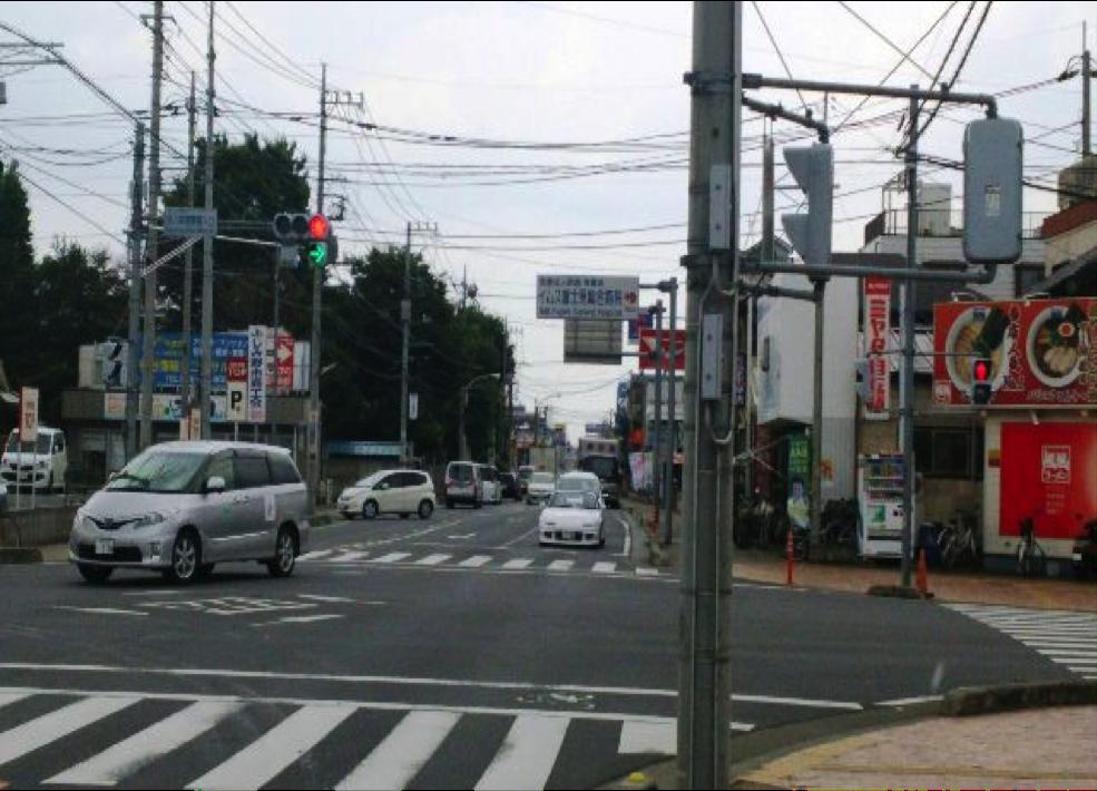 川越街道を池袋方面からお越しの方は 【東入間警察署入口】を右折。 風風ラーメンさんが目印です。